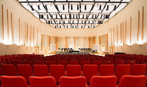 Red seats in the Cosmo Rodewald concert hall.